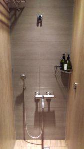 キレイに掃除されているシャワールーム