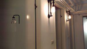 照明がオシャレなシャワールーム外